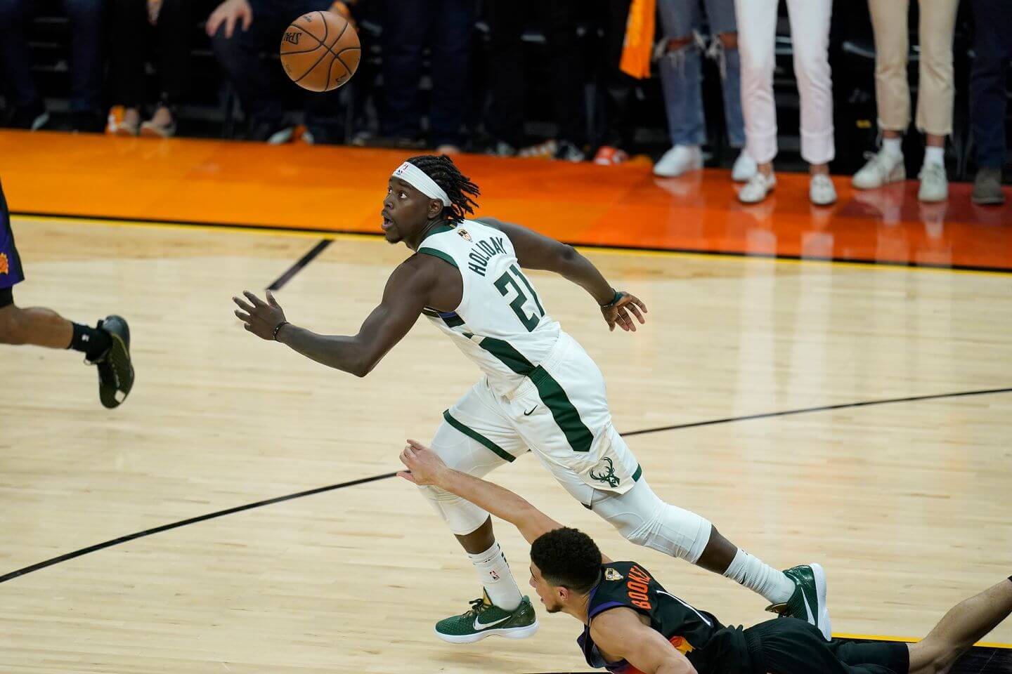 2021 NBA Finals: Jrue Holiday steal, alley-oop to Giannis seal Bucks' Game 5 win vs. Suns